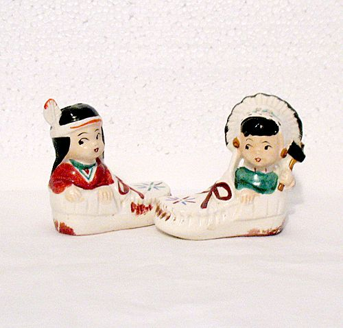 Vintage Collectible S & P Shakers Indian Children Sitting In Moccasins 1950-60s