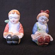Vintage Collectible Occupied Japan Boy & Girl Reading Books S & P Shakers 1946-51 Excellent Vi