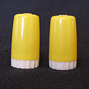 Vintage Collectible Yellow Plastic S & P Shakers Urish Dairy Paw Paw & Compton 1950s Excellent