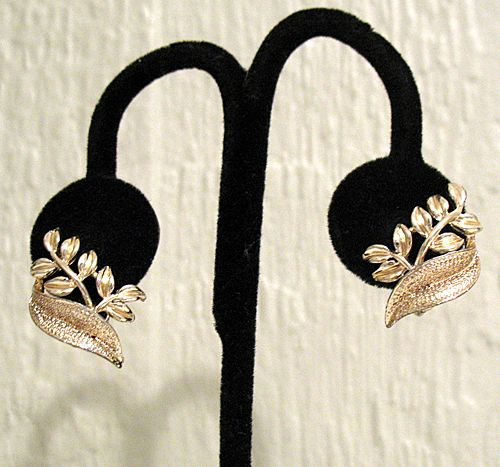 Pretty Vintage Signed Coro Clip Earrings Floral Gold Tone~Unworn