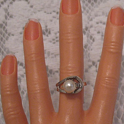 Hard to Find Vintage Cultured Pearl Ring Signed Park Lane Rhodium Plated