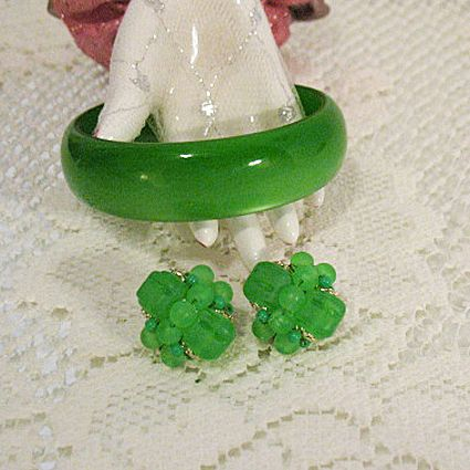 Fabulous Vintage Green Lucite Bangle Bracelet & Earrings Set