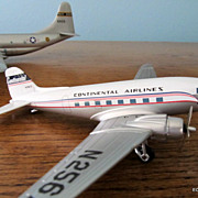Corgi 1/144 Scale Continental Airlines DC 3 Die Cast  Model & Box