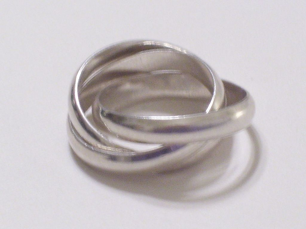 Vintage 925 Sterling Silver Intertwined Interlocking Ring Band Trio Size 7.5