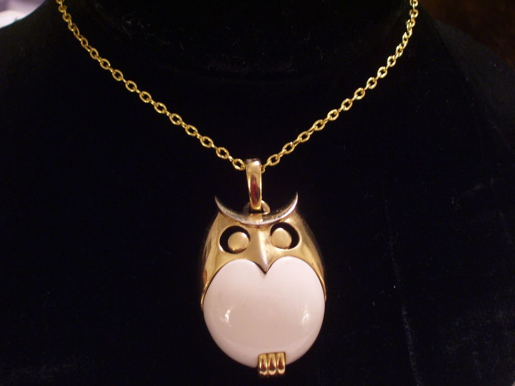 Large Vintage Crown Trifari Cream Lucite Goldtone Metal Modernist Owl Pendant Necklace