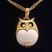 Vintage Crown Trifari Modernist Owl Off White Cream Lucite Pendant Necklace