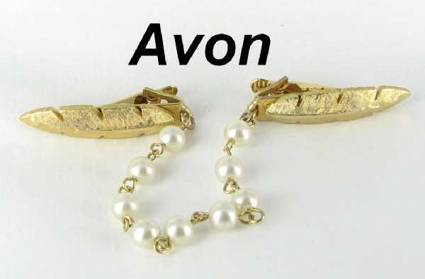 Avon vintage signed Hand wired Imitation Pearl Leaf Sweater Guard