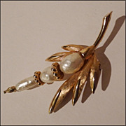 "Vintage ""KRAMER"" Faux Pearl and Leaves Pin"