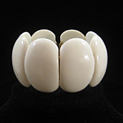 Vintage White Molded Plastic Clamper Bracelet 60s Summer