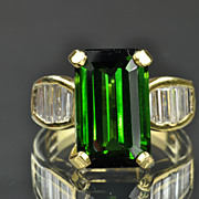SALE 8.80 Carat Diamond and Green Tourmaline Ring