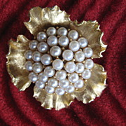 Gorgeous Signed Weiss Simulated Pearl Goldtone Brooch