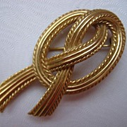 Elegant  Signed Trifari Knotted Goldtone Brooch