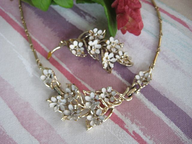 Dainty White Enamel Rhinestone Floral Necklace Brooch