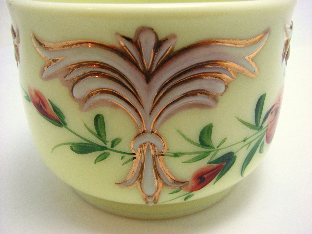 Eapg Jefferson Custard glass 'fleur de lis' winged scroll