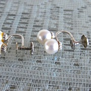 14 kt White Gold Double Cultured Pearl Clip On Earrings
