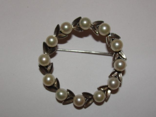 Sterling Silver and Cultured Pearl Wreath Pin