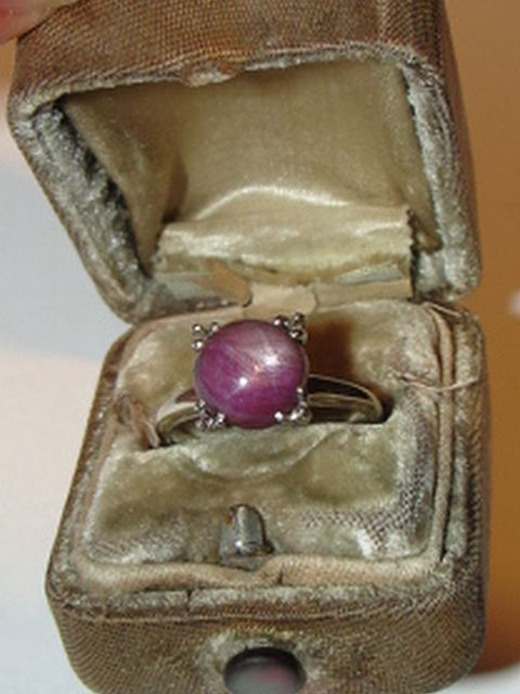 14 kt White Gold and Cabochon Star Ruby Ring