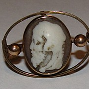 European Victorian 9 kt Gold and Shell Cameo Zeus Brooch Pin