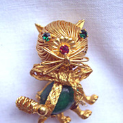 SALE Vntage Goldtone Spaghetti Wire Cat Pin with Gemstone