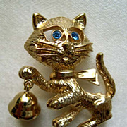 SALE AVON Frisky Kitty Cat Pin with Sapphire Blue Eyes - 1975 - Book Piece