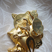 Three Dimensional Goldtone Metal Cat Pin with Six Cats