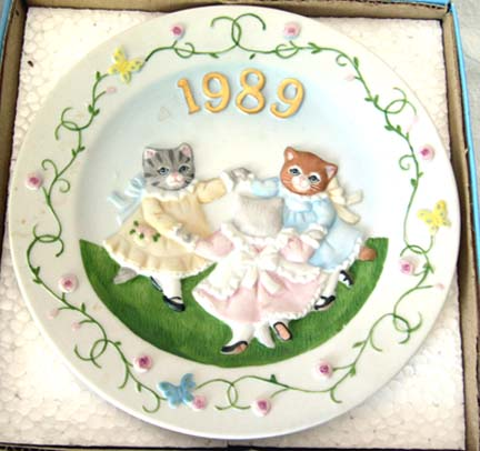 SCHMID Kitty Cucumber &quot;Ring Around the Posie&quot; Plate - 1989