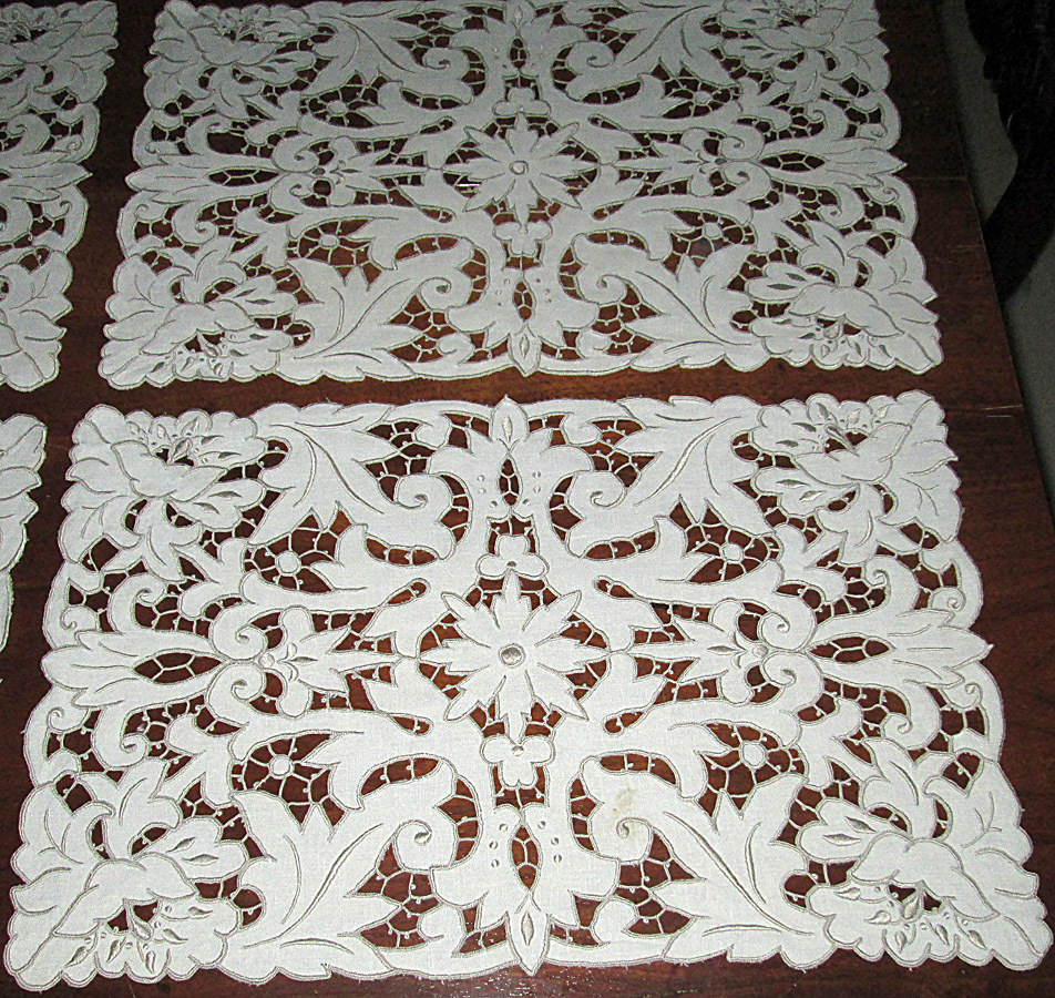 Set of five placemat doilies with fancy cutwork from for Glass cut work designs