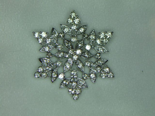 Sarah Coventry Crystal Snowflakes Brooch