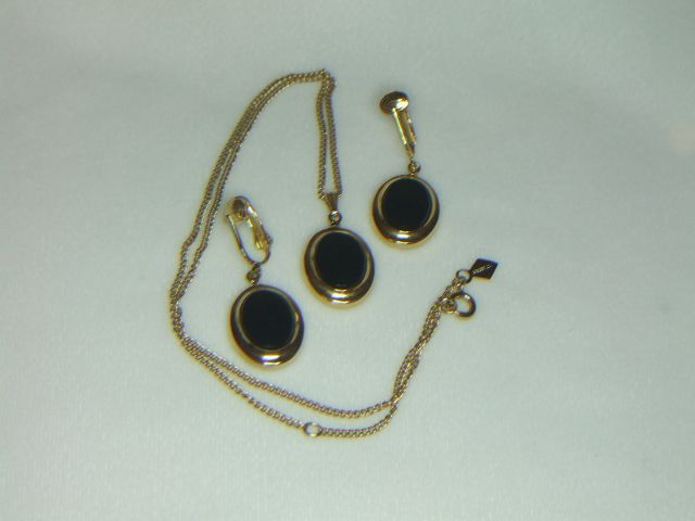 Sarah Coventry Jet Elegance Pendant w/Chain and Earrings