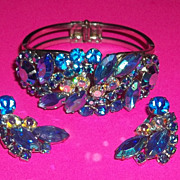 Vintage Juliana D&E Demi Parure Clamper  Bracelet and Earrings Gorgeous Shades of Blue Silver