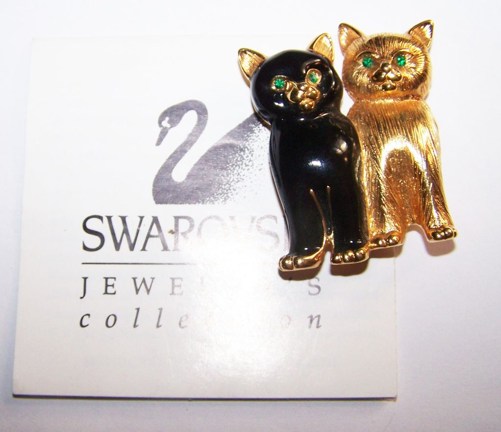 A Purrrrrfect  Gift For The Cat Lover Swarovski Signed Kitty Pin