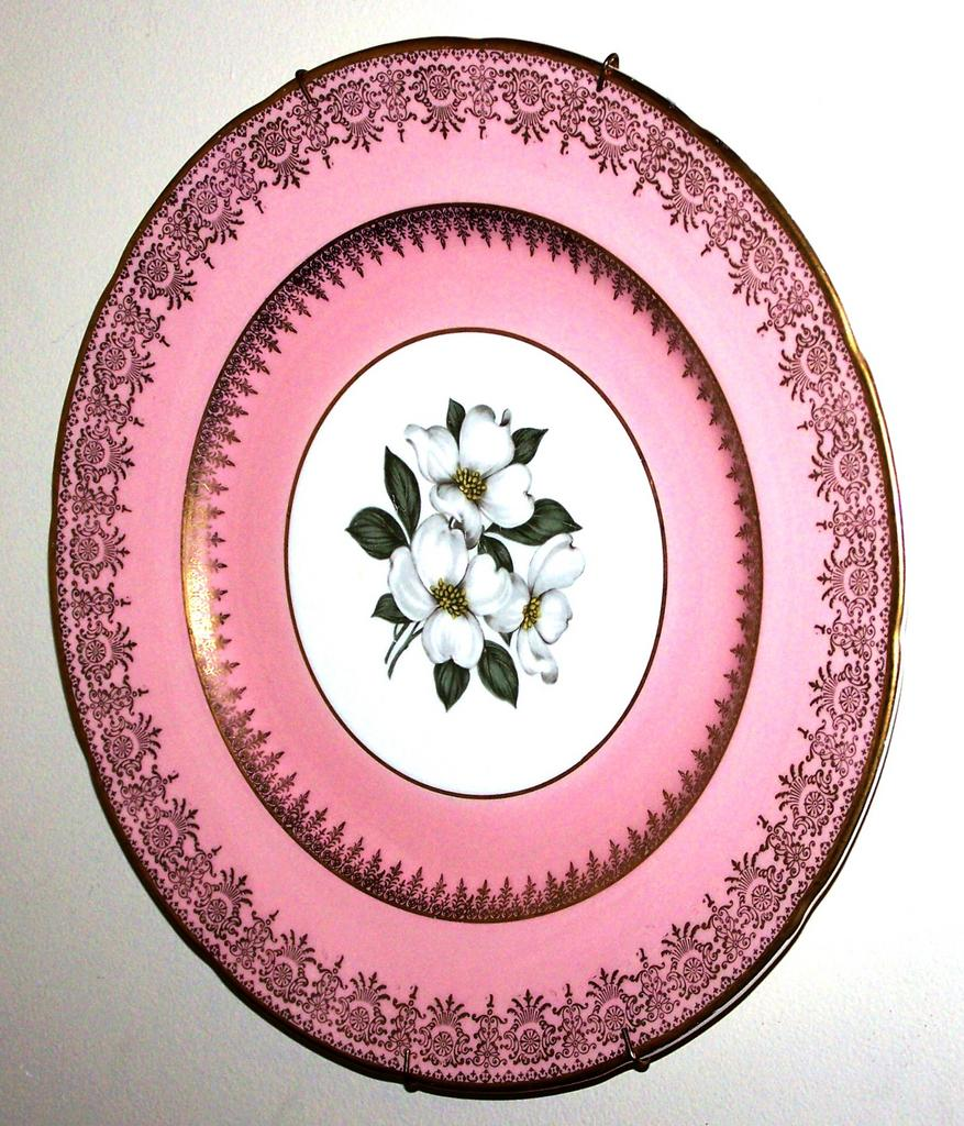 Earthenware plate trillium floral motif sovereign potters for L furniture warehouse victoria bc