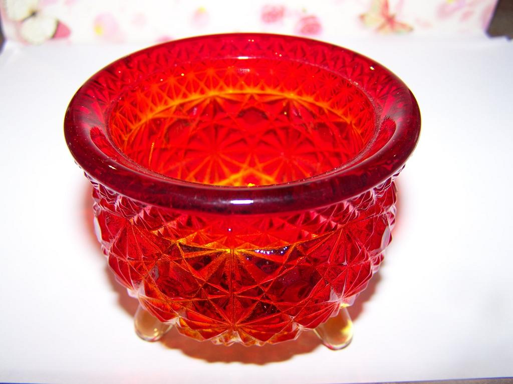 Amberina  Glass Daisy & Button Witches Pot