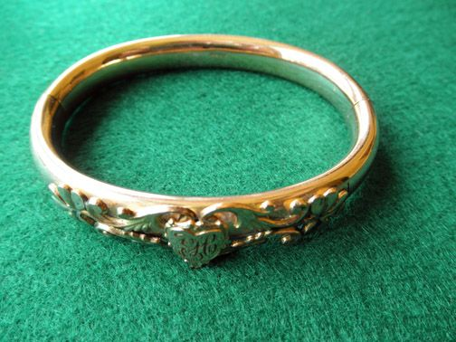 FM CO Victorian Hinged Bangle