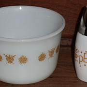 Pyrex Butterfly Gold Open Sugar and Pepper Shaker