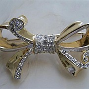SOLD Elegant Weiss Bow Pin