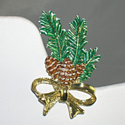 Festive Vintage Pine Cone Evergreen Snow Decorated Pin Brooch