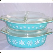 2 Pyrex Glass Casseroles & Lids Snowflake Pattern White On Blue
