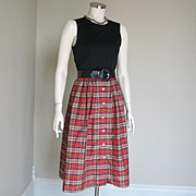 Vintage 1970s Tan Black and Red Plaid Dirndl Skirt S