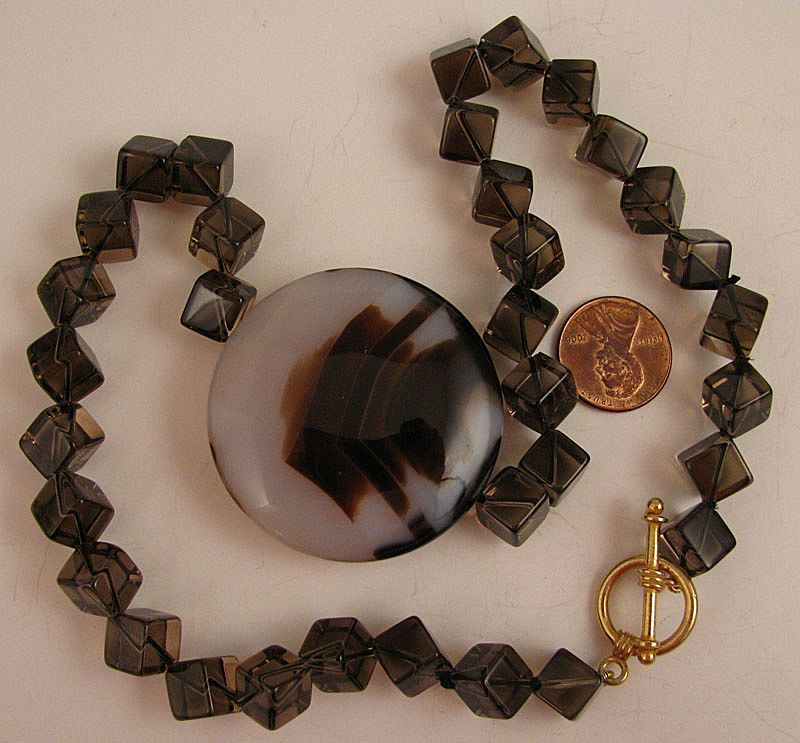18 Agate Centerpiece Necklace WCrystal Cubes amp Toggle