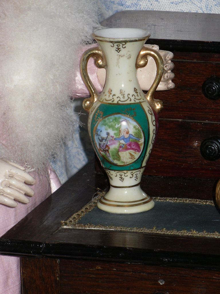 ~~~ Pretty French Fashion Doll display Pitcher with fine Painting / 1900th.century ~~~