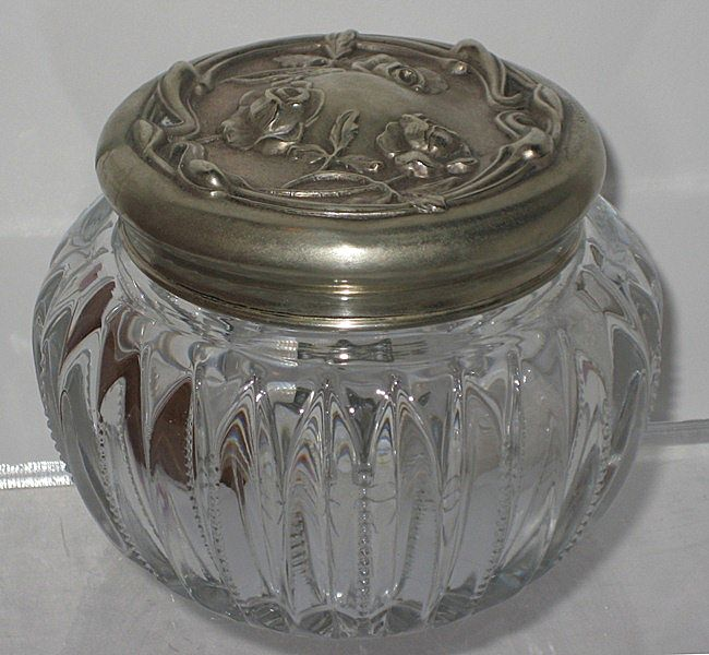Heisey Glass No. 4 Puff Box Silveroin Lid