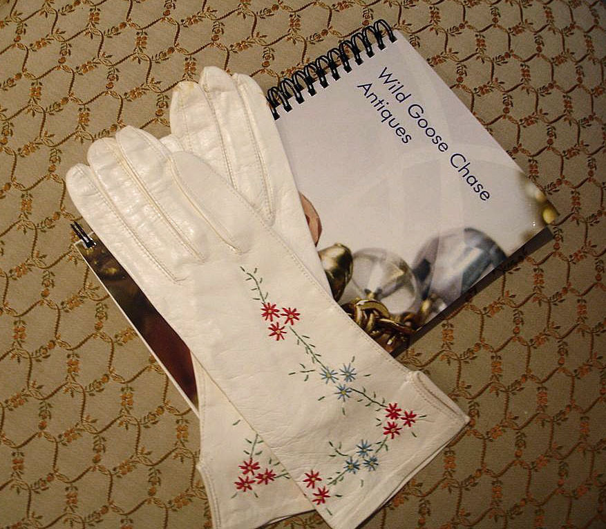 French Embroidered Winter White Leather Gloves  - Size 6 ½  White Kid Gloves