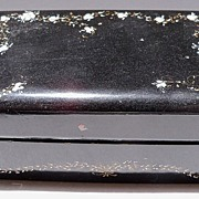 Small Lacquer Box with Trailing Flowers