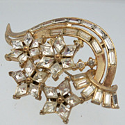 Brooch of Floral Design Rhinestones in Gold Metal