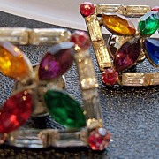 Multi color rhinestone in diamond shape dress clips