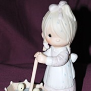 "Precious Moments Figurine ""Let Love Reign"""