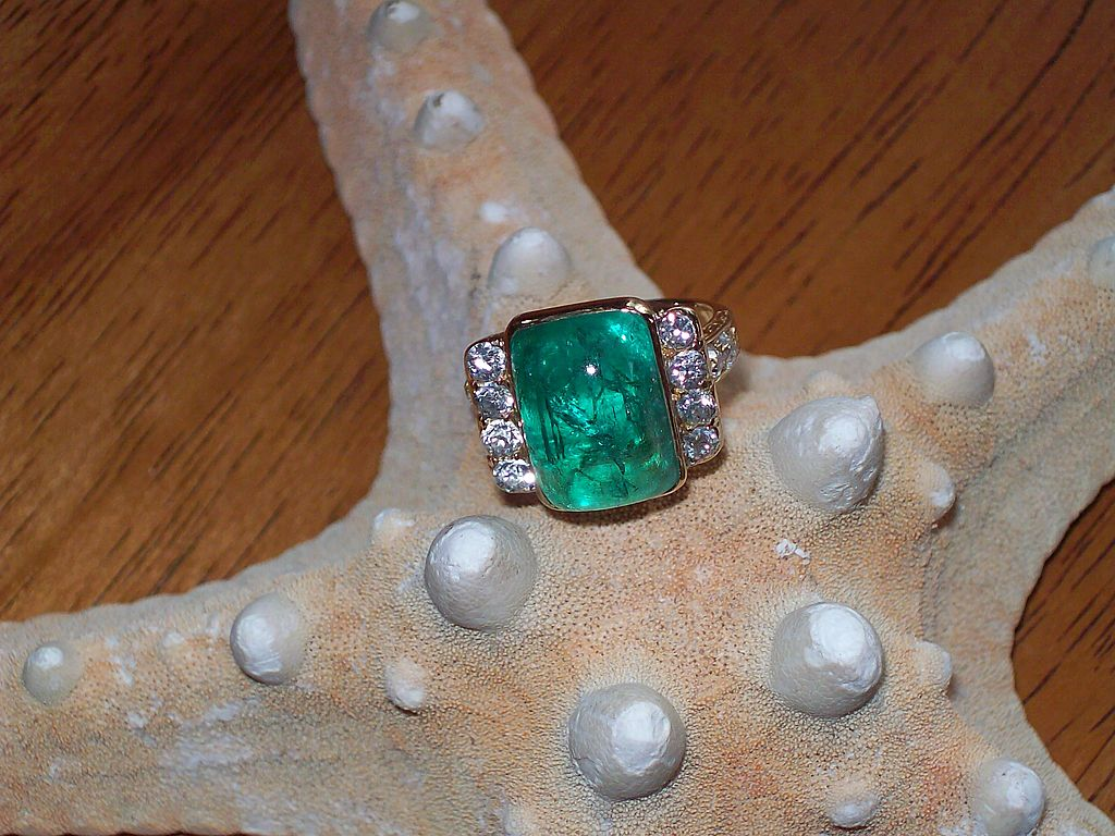 Retro Emerald and Diamond Ring