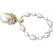Vintage signed MIRIAM HASKELL large simulated teardrop pearl Dangle BRACELET decorated with RH