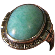 Ladies beautiful 14k hallmarked yellow gold and natural jade ring from the 1940's small pinky